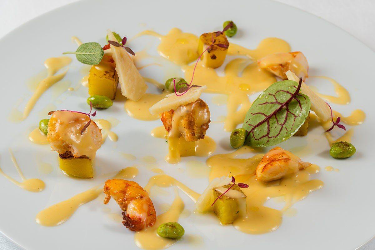前菜的溫熱生態蝦佐起司醬汁與梵谷乳酪,蝦肉彈牙與濃郁的醬汁是絕配。