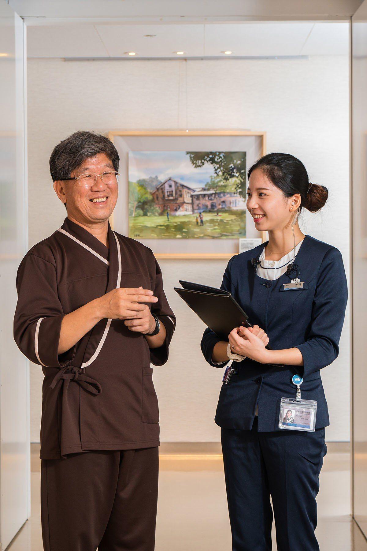 健康檢查全程皆有專人陪同,對長輩來說相當體貼溫馨。