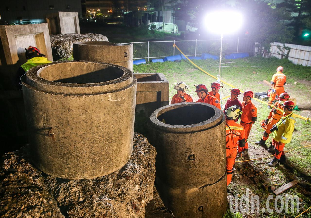 台北市消防局舉行搜救隊24小時不中斷結訓動員演練。記者鄭清元/攝影