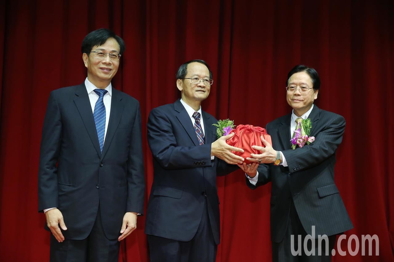 雷仲達(右)接任合作金庫董事長。記者楊萬雲/攝影