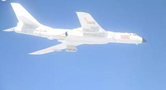中共轟-6K巡航首次掛彈出巡。取自新浪