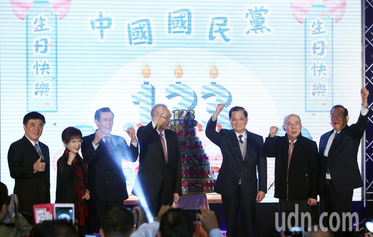 國民黨「建黨123週年慶祝大會」,除了現任黨主席吳敦義之外,包括馬英九、連戰、洪...