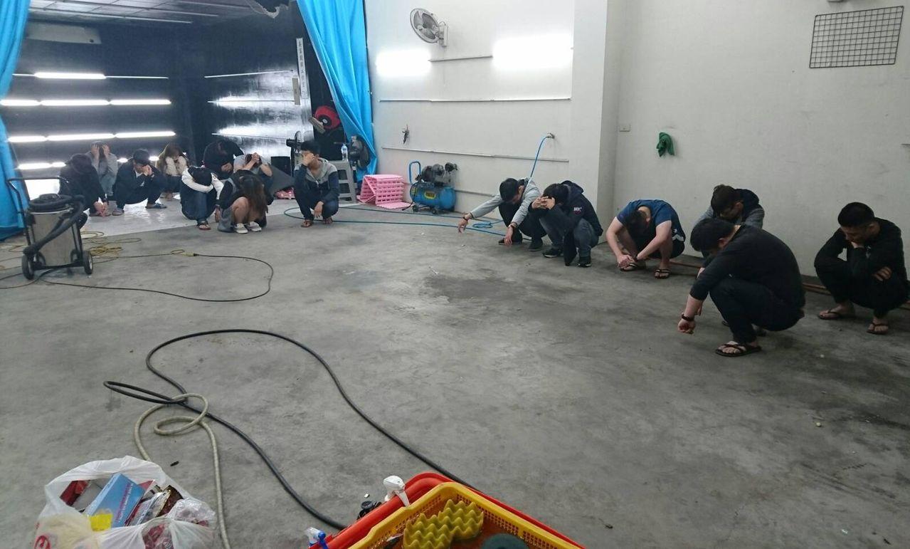 警方首度在汽車美容廠查獲毒轟趴。圖/翻攝畫面
