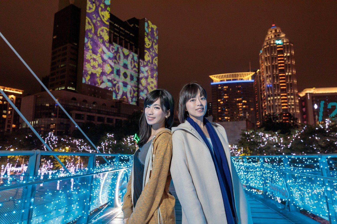 新北歡樂耶誕城市府往大遠百的陸橋,可以讓市府光雕入鏡。圖/新北觀旅局提供