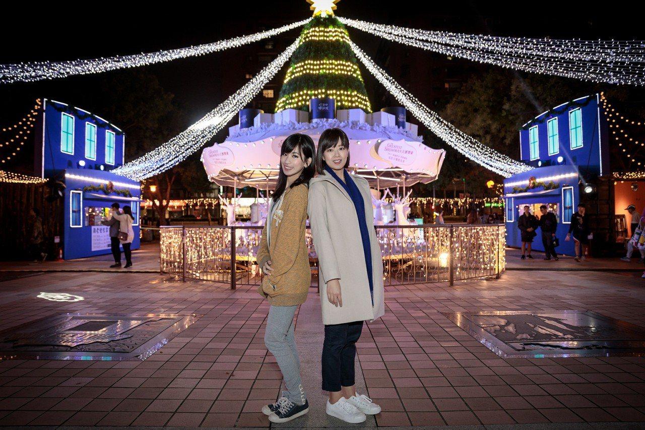 板橋車站前面的站前廣場光之舞,耶誕樹下搭配轉轉麋鹿森林,有著濃厚耶誕氣息,是必拍...