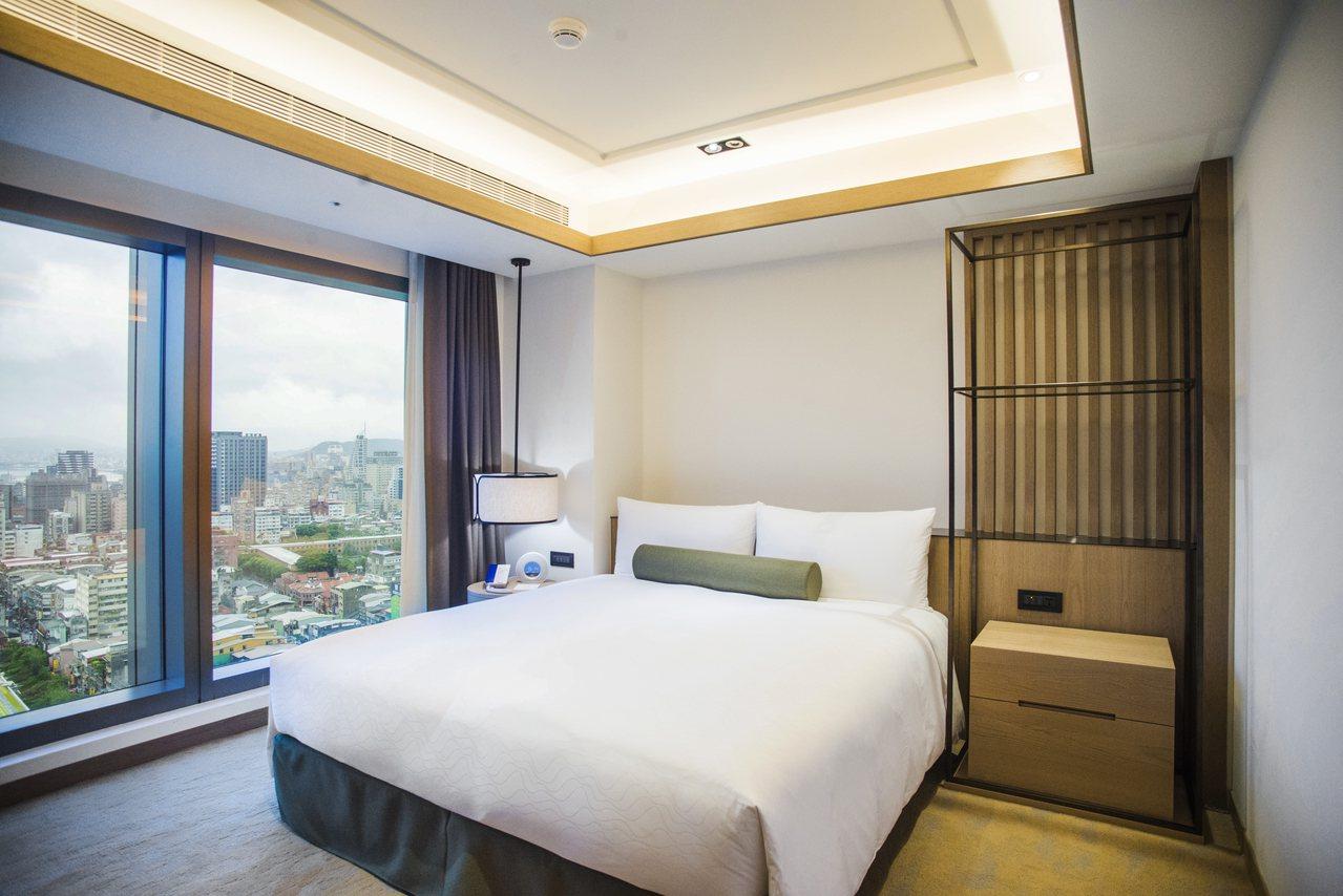 雅緻風的豪華套房,以大地色系作為色彩基調。圖/凱達大飯店提供