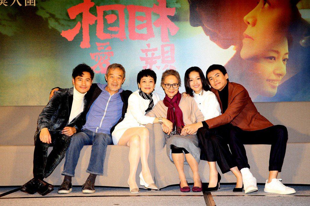 「相愛相親」全體演員共同出席台北記者會。圖/甲上提供