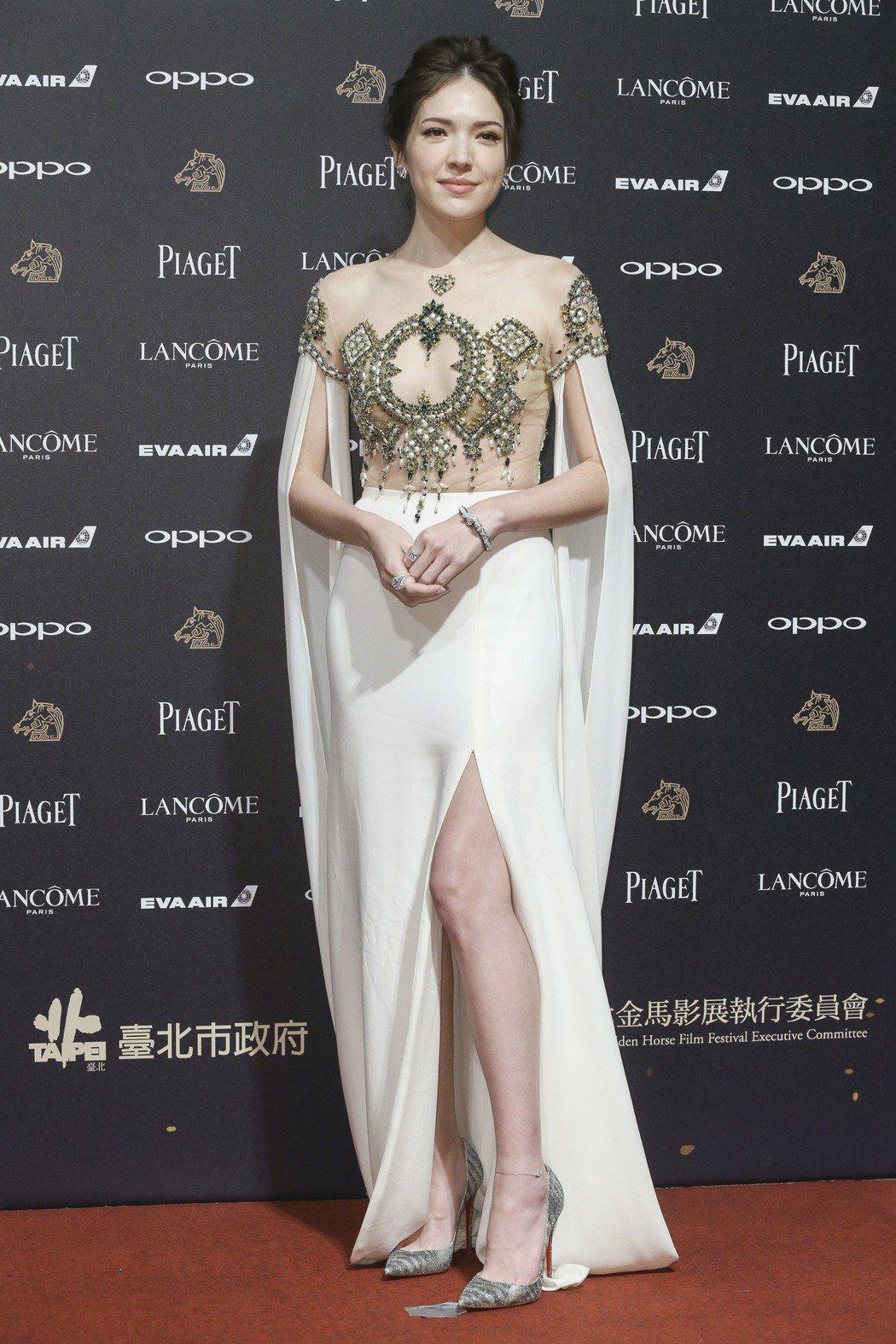 入圍第五十四屆金馬獎最佳女配角獎的許瑋甯走紅毯。記者林俊良/攝影