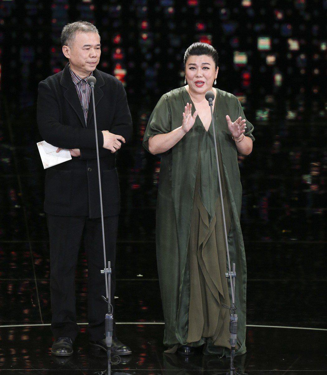 第五十四屆金馬獎頒獎嘉賓陳玉勳(左)與林美秀(右)。記者陳瑞源/攝影