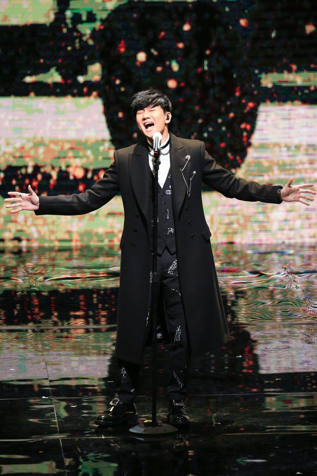 今年台灣跨年卡司冷颼颼,一線大咖全遭對岸綁走,林俊傑30日在浙江衛視錄跨年,31...