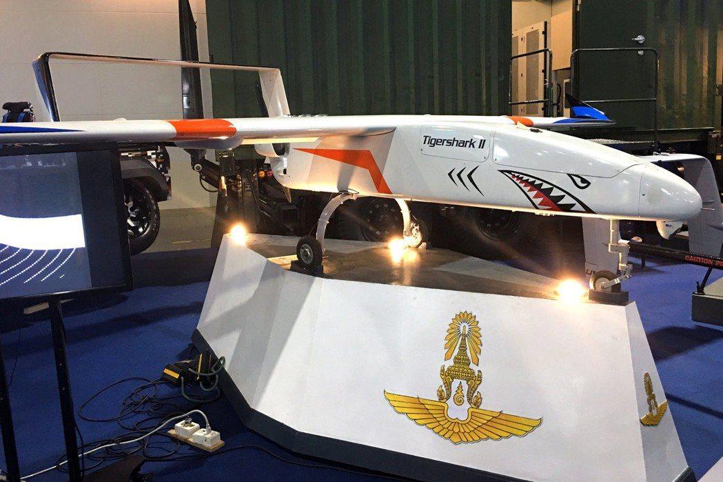 泰國國防部11月7日對外展示1架空軍戰鬥無人機原型。 (路透)