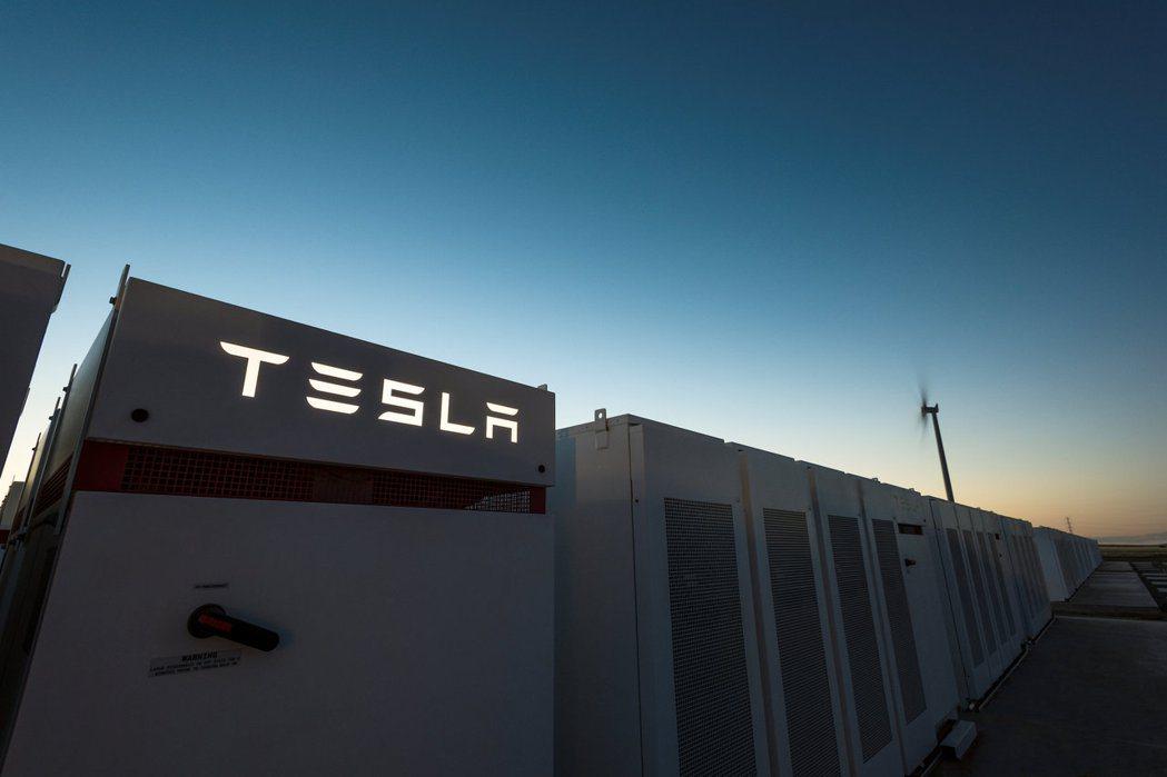 特斯拉汽車(Tesla)執行長馬斯克(Elon Musk)又有新壯舉,他在100...