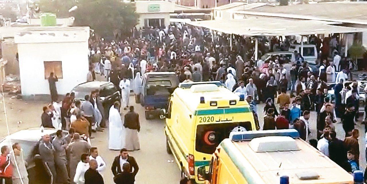 伊斯蘭國以吸引人的電影手法招人並鼓勵烈士行動。圖為埃及拉瓦達清真寺24日遭攻擊,...