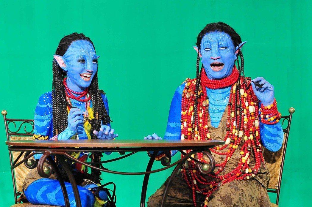 小S(左)和蔡康永扮成納美人,模樣十分搞笑。報系資料照