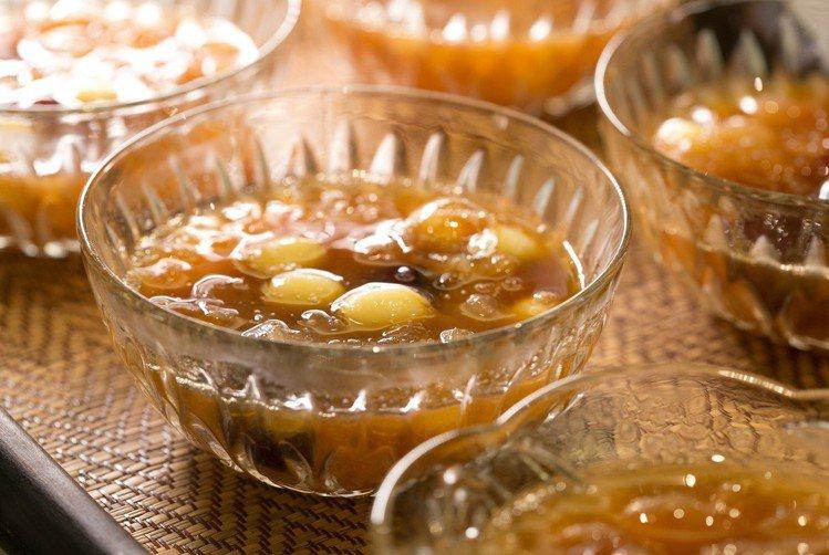 汪蔡家宴至少10道起跳,通常分4至6道前菜、湯、熱菜、甜點。記者陳立凱/攝影