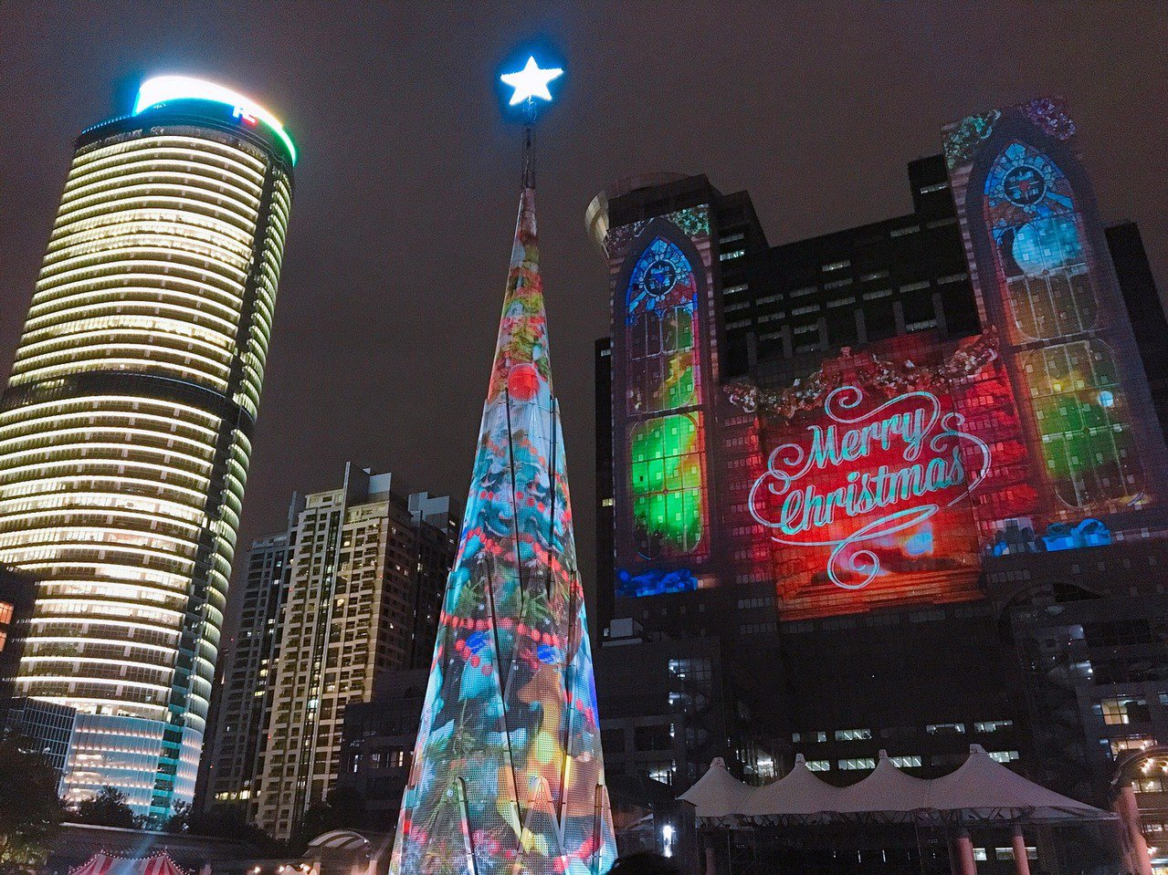 除了巨型竹筍型耶誕樹外,今年還有全台最大的光雕牆面。圖/新北市政府提供