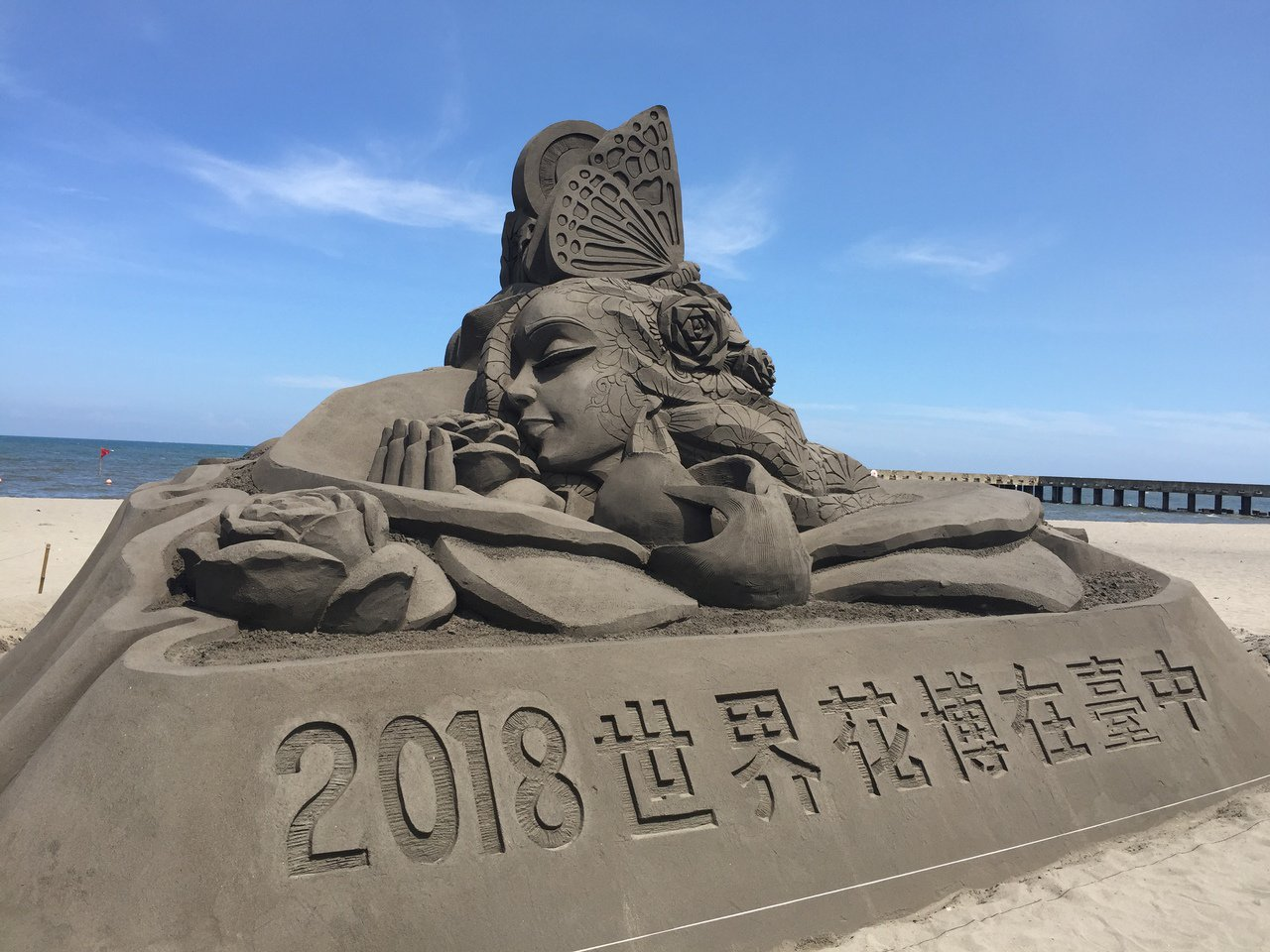 大安海沙細緻含泥量及黏度高,製作不易崩塌,地方人士爭取設置沙雕美術館。圖/吳敏濟...