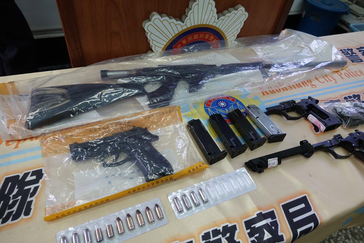 警方在廖男家中查獲空氣獵槍、改造槍枝。記者劉星君/攝影