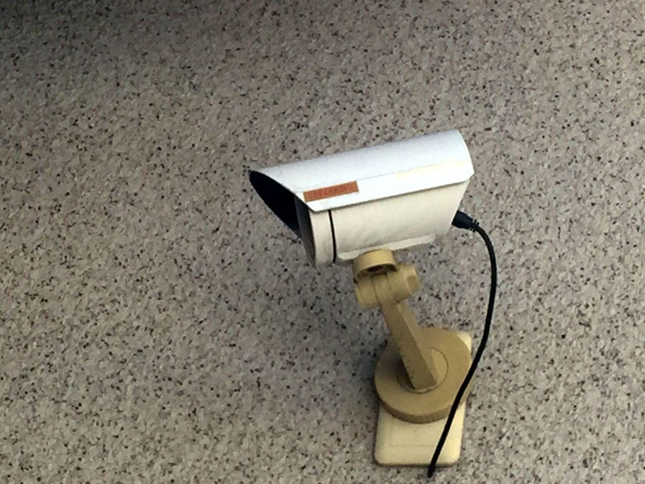 李姓男子不滿鄰居監視器朝向自家門口及馬路,狀告鄰居涉侵犯隱私求償8萬,台南簡易庭...