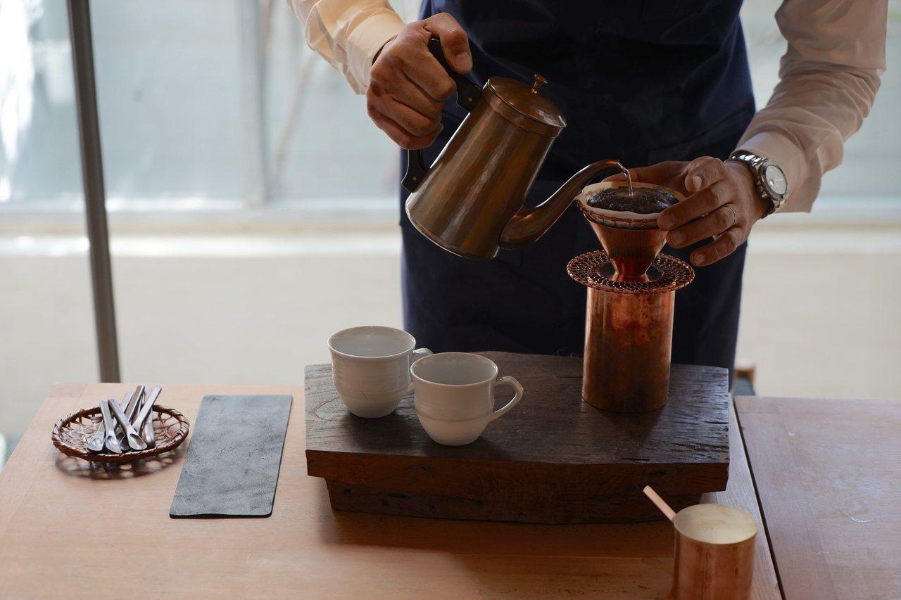 京都百年品牌、職人耗費數年打造的咖啡沖器,讓品咖啡與品茶一般充滿美感。圖/森/C...