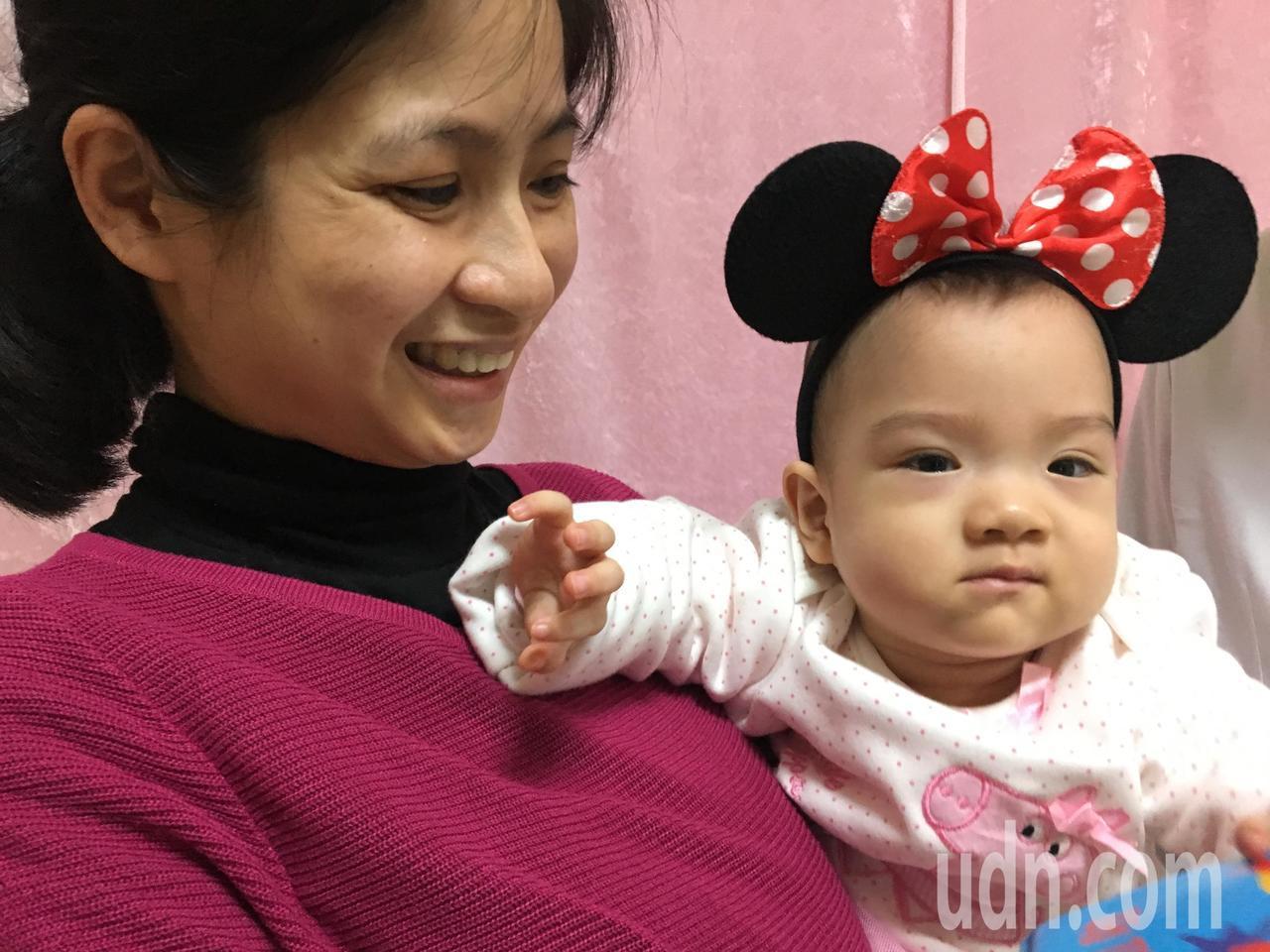 當年出生僅23周大、體重僅610公克的「巴掌仙子」張庭語也在媽媽陪同下「回娘家」...