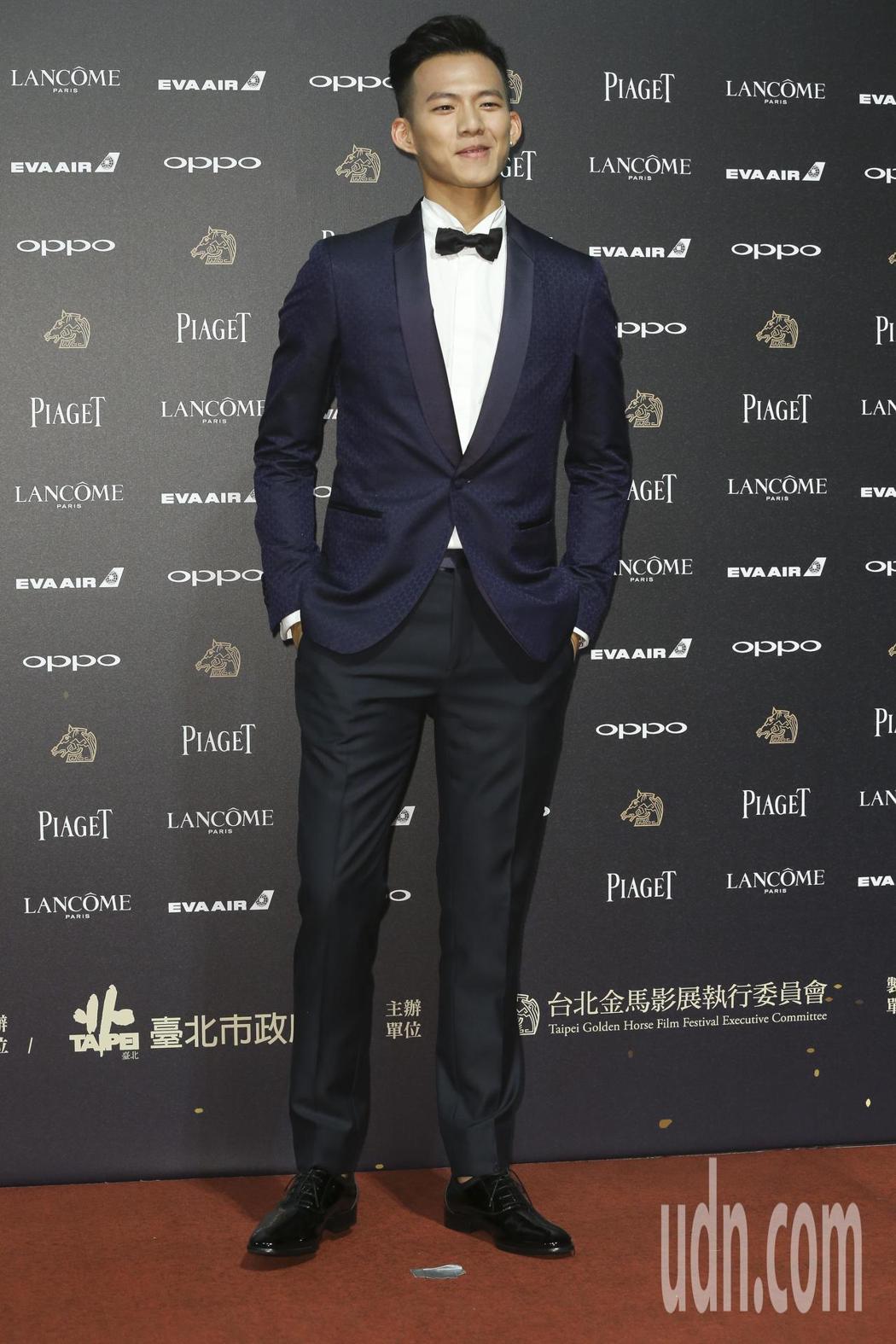 入圍第五十四屆金馬獎最佳新演員獎的吳念軒走紅毯。記者林俊良/攝影