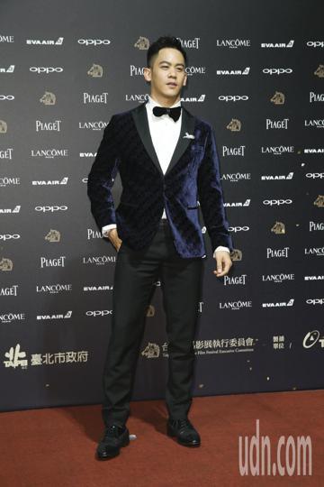 入圍第五十四屆金馬獎最佳男配角獎的李淳走紅毯。