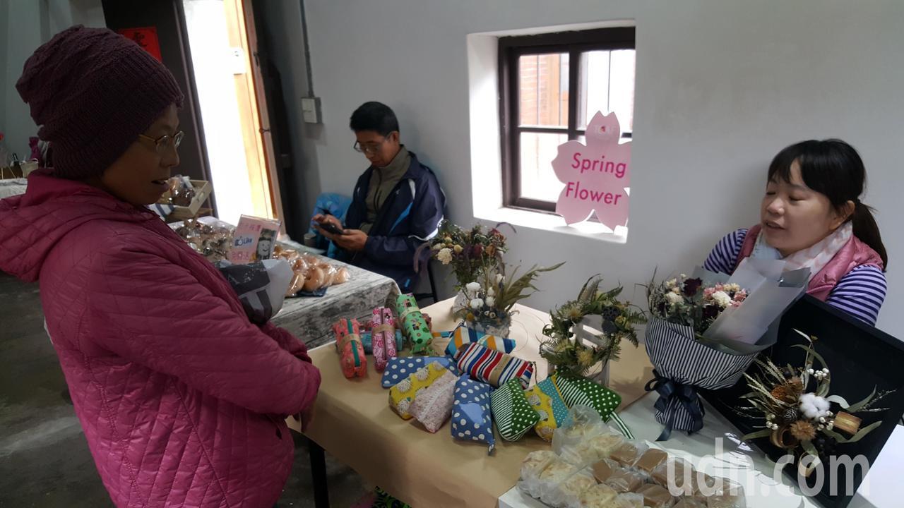 「蕃社有藝思」一連兩天活動,將陳家古厝營造成在地文創、手作、有機農產市集,還安排...