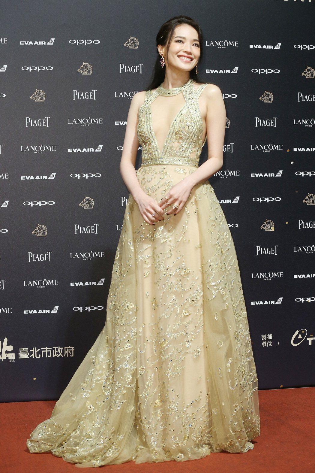入圍第五十四屆金馬獎最佳女主角獎的舒淇走紅毯。記者林俊良/攝影