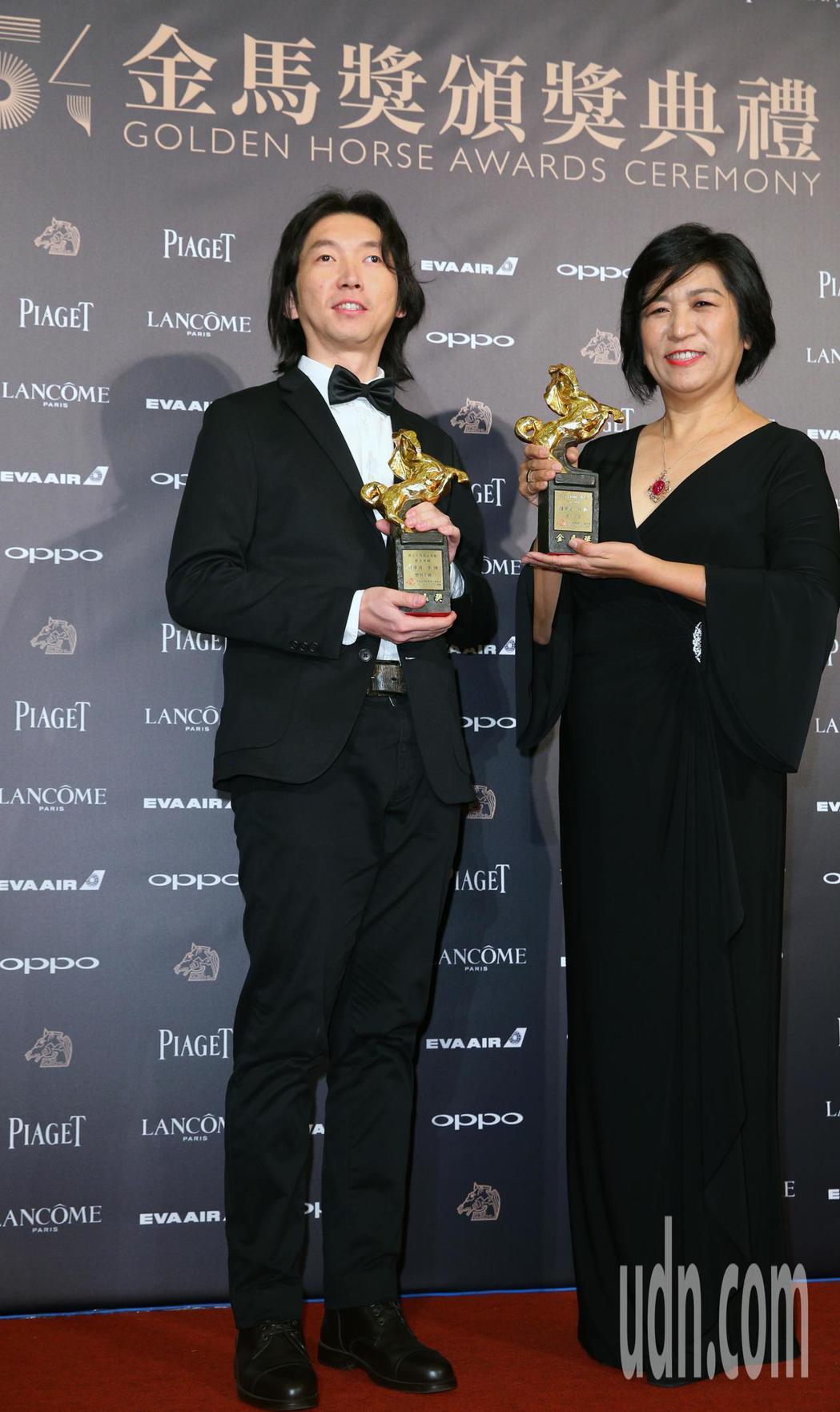 第54屆金馬獎頒獎,最佳剪輯獎由錢孝貞(右)、李博(左)獲得。記者陳正興/攝影