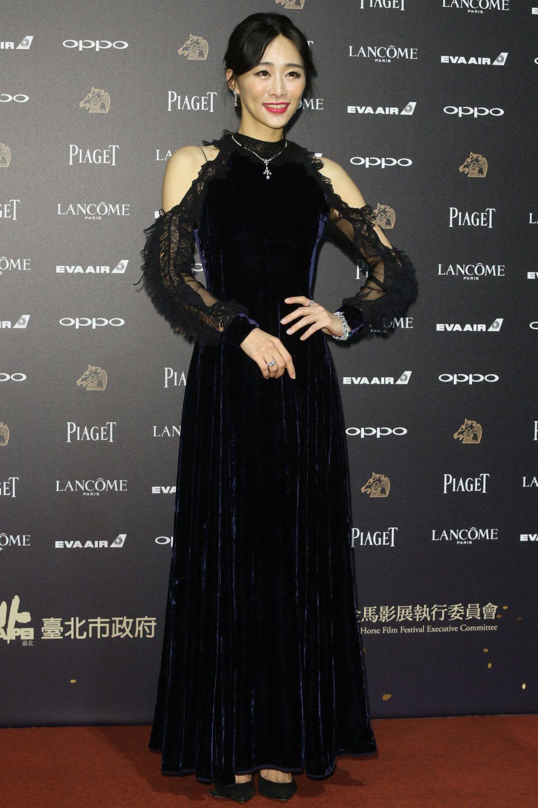 第五十四屆金馬獎,電影血觀音演員吳可熙走紅毯。記者林俊良/攝影