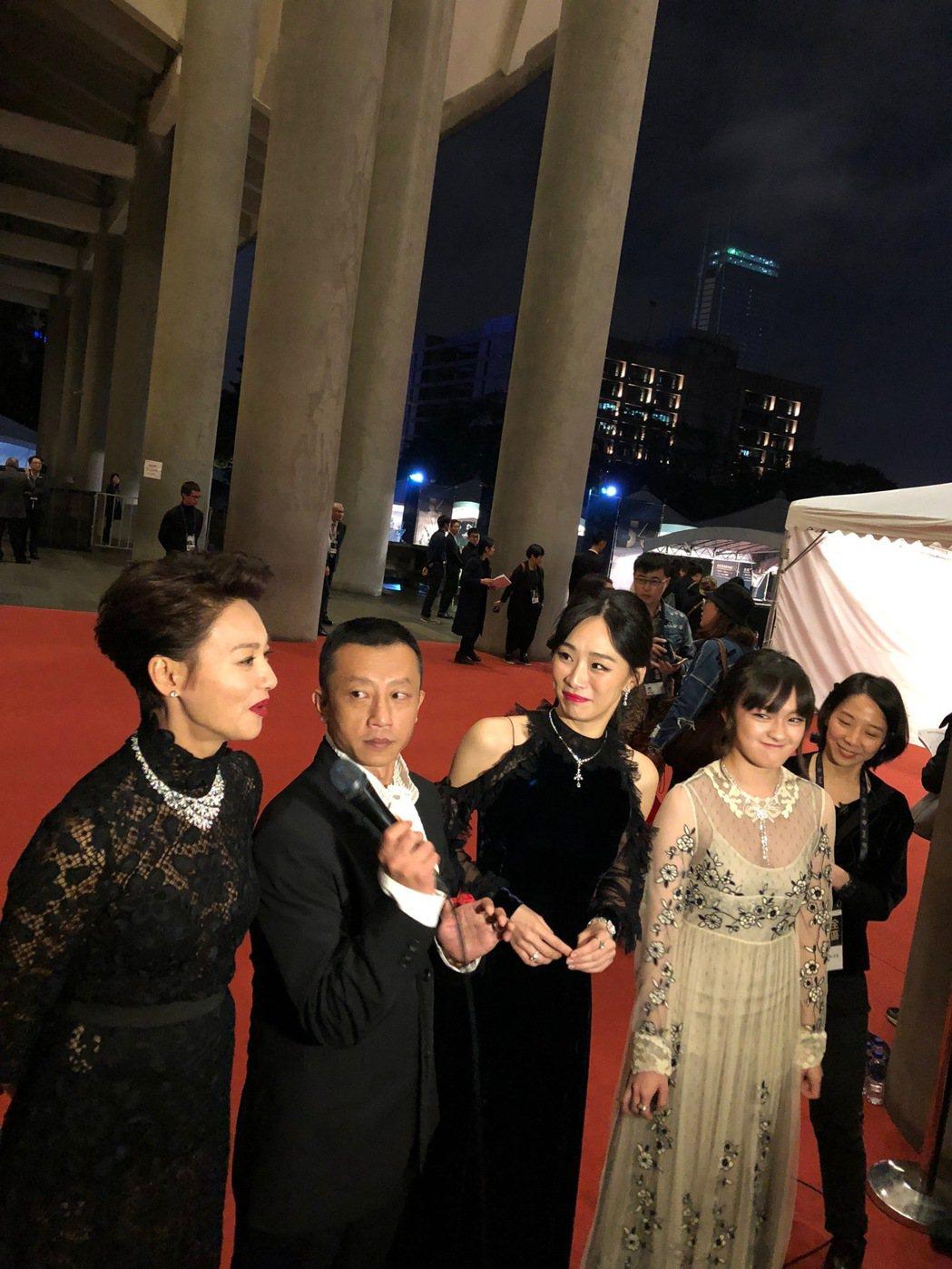 「血觀音」劇組一起走紅毯,但沒能達成制服願望。記者/孫曼攝影