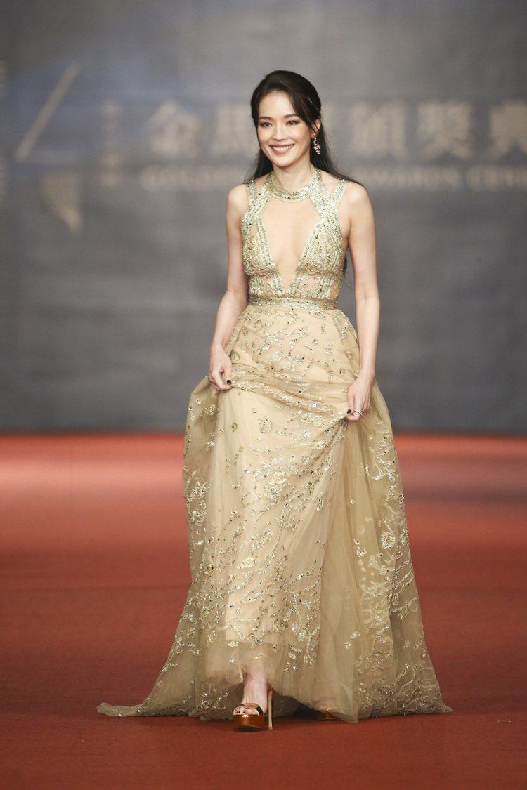 入圍第五十四屆金馬獎最佳女主角獎的舒淇走紅毯。圖/記者陳立凱攝影