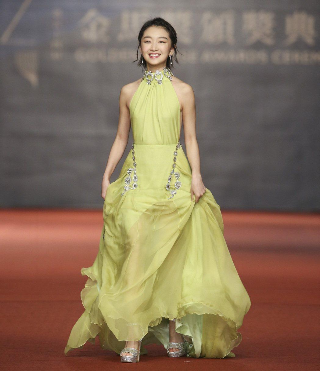 第五十四屆金馬獎頒獎嘉賓周冬雨走紅毯。記者陳立凱/攝影