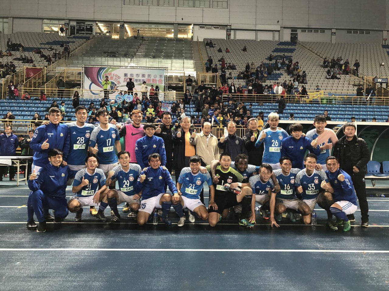 北市大同隊拿下首屆台灣企業甲級足球聯賽冠軍。記者毛琬婷/攝影