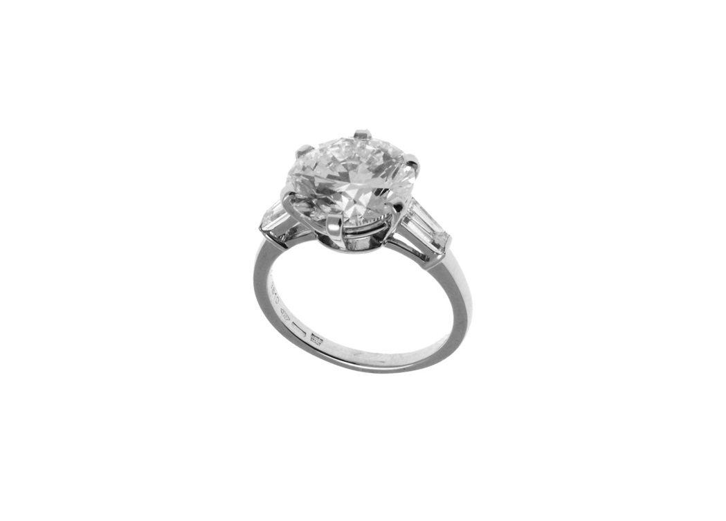 惠英紅配戴BVLGARI SERPENTI系列 頂級鑽石戒指,鑲嵌1顆圓形明亮切...