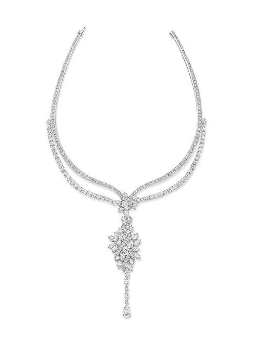 尹馨配戴的海瑞溫斯頓綺隱Secret Cluster系列鑽石項鍊,約5,300萬...