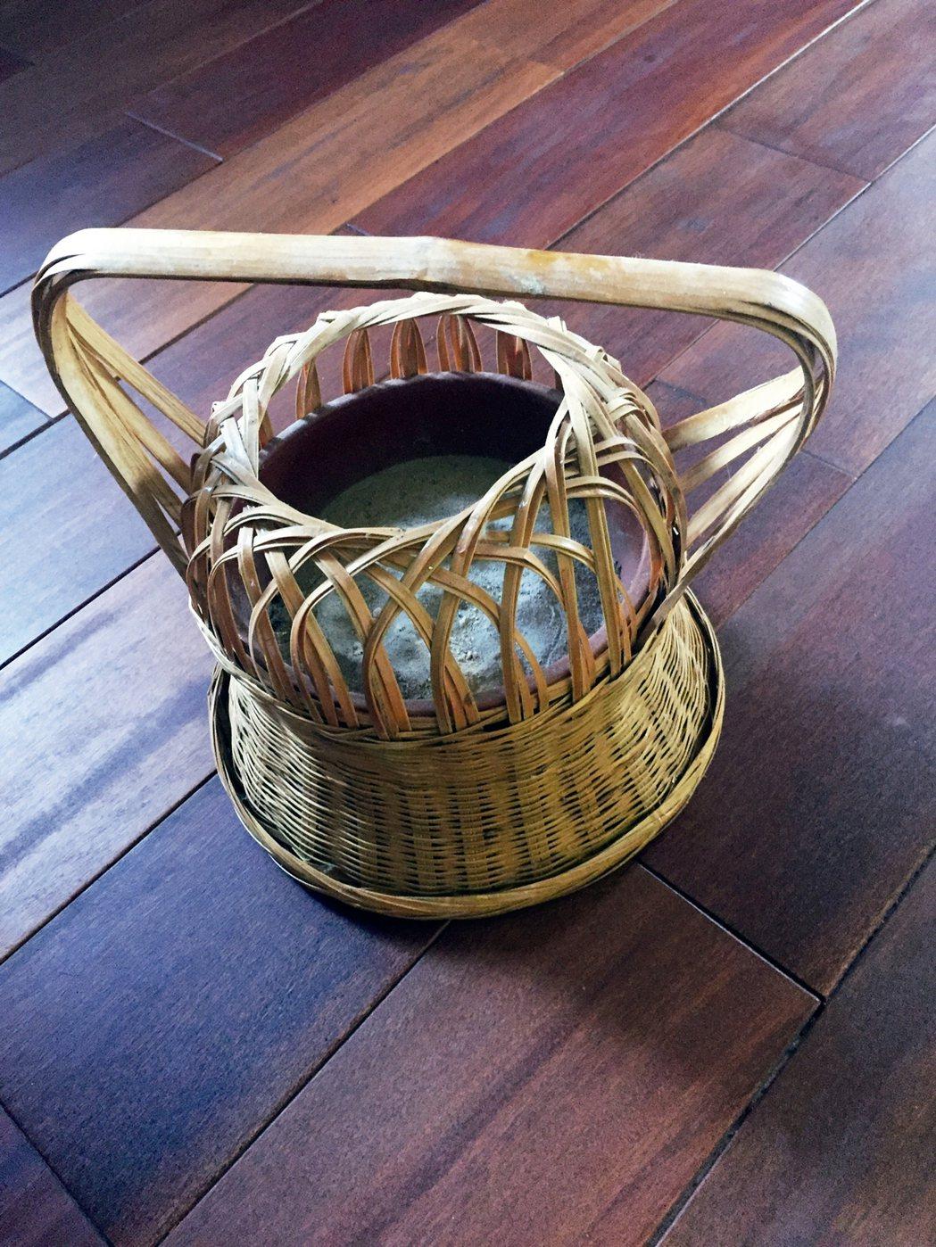 復古的竹編火籠,近年又開始流行了起來。 圖/朱慧芳