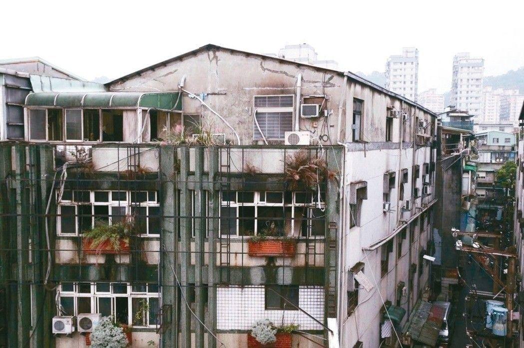 新北市中和區一棟公寓出租套房22日發生火警,釀9死2傷。聯合報系資料照/記者高彬...
