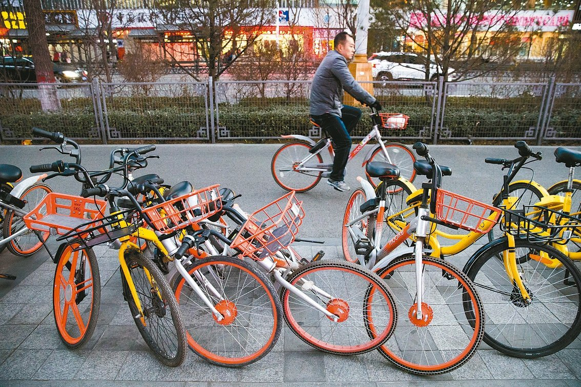 今年6月以來有六家共享單車企業倒閉,造成用戶押金損失逾人民幣10億元。 中新社