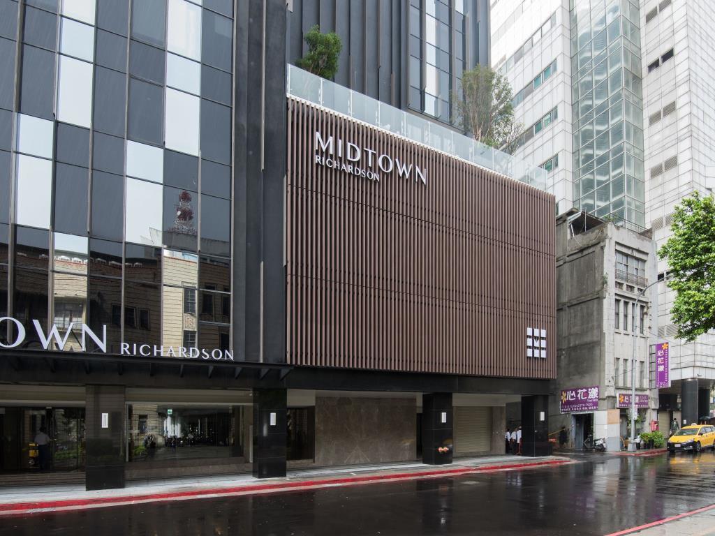 過去曾為力霸百貨的新生報業大樓,在海霸王德立莊旅店進駐後,地下一層商場價格四年漲...