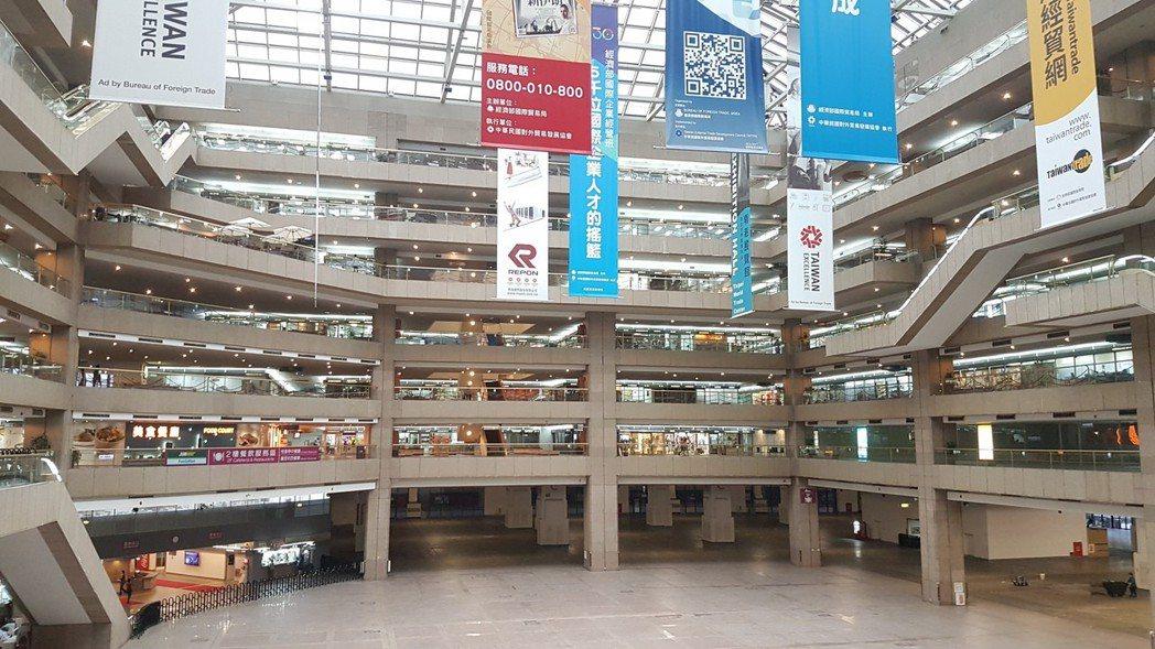 台北世貿一館展場面積大,因監視器畫素太低或角度不佳,發生竊案很難偵破。 記者李奕...