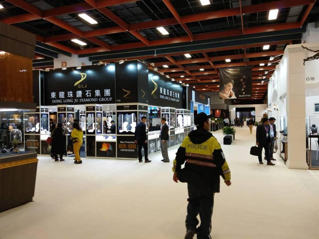 台北世貿一館常發生竊案,只要辦大型展覽,警方會派員進場防竊。 記者李奕昕/翻攝