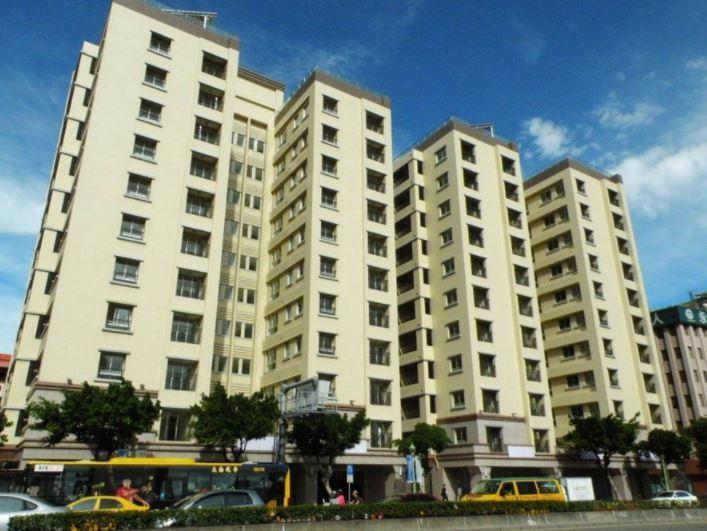 台北市長參選人丁守中認為柯文哲的社會住宅政策,不但一事無成,即使建了也把弱勢者標...