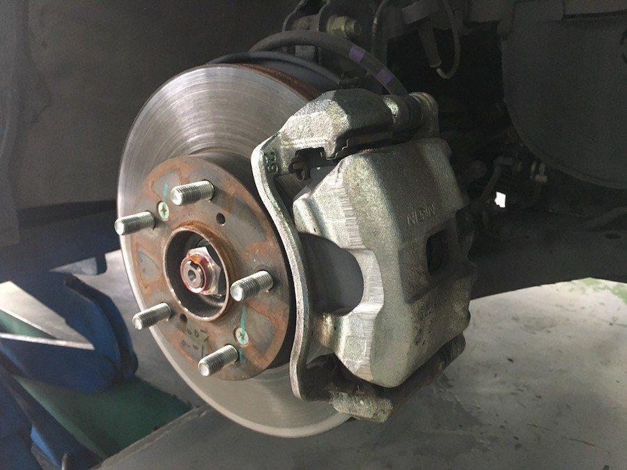 原廠煞車是使用大廠NISSIN的卡鉗 攝影 / 彭奕翔
