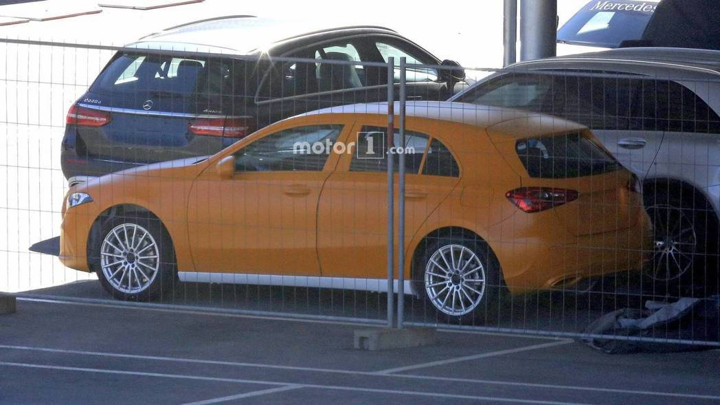 大改款A-Class預計明年上市,四門房車版也會推出。 圖片來源:Motor1.com