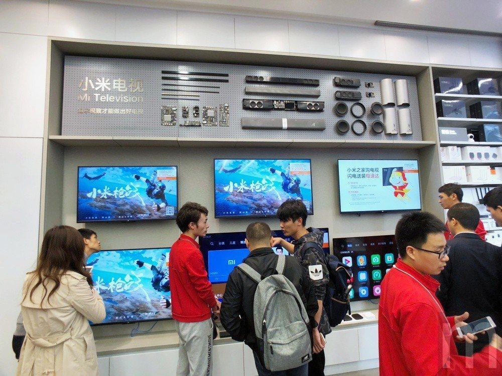 小米重點產品之一的小米電視也在這邊實際體驗,未來有機會引進台灣市場