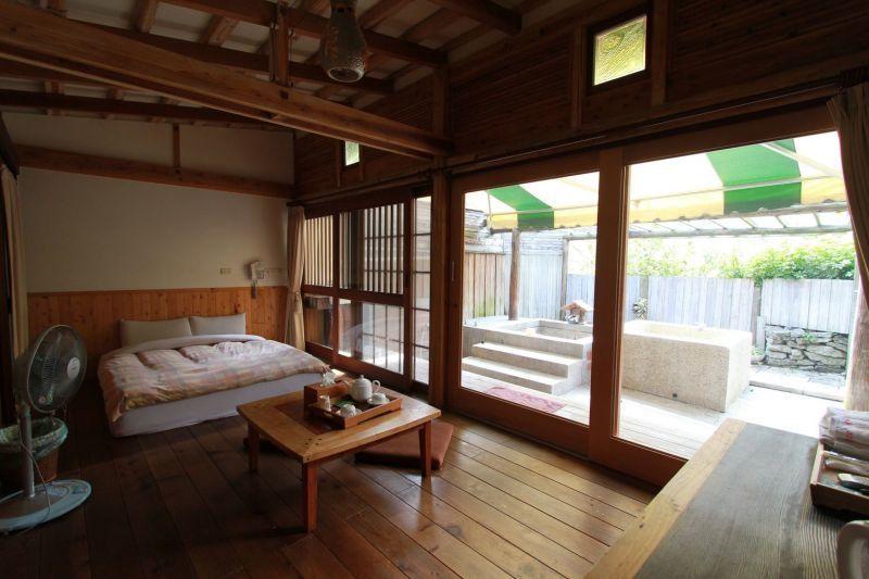 瀰漫濃濃日式風情,待在客房內即是種情調享受。(陳德偉攝影)