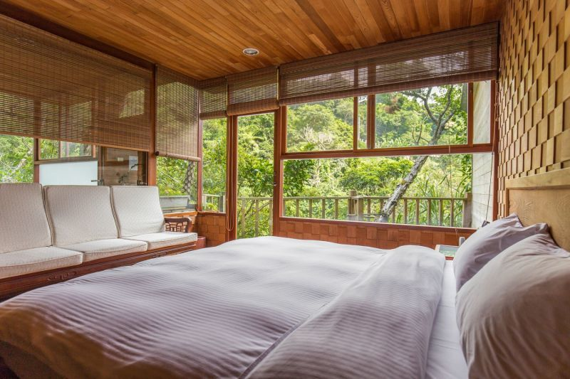 以台灣檜木打造的台灣檜木SPA套房,可藉由木材來調節空氣濕度,且滿室馨香也讓人感...