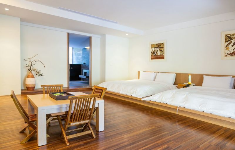 客房設計簡雅樸實,鋪陳一室溫馨。(欣傳媒攝影)
